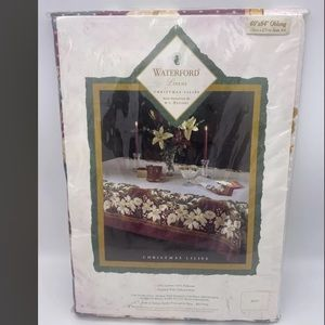 NIP - Waterford Christmas pattern Oblong 60x84 Table Cloth holiday